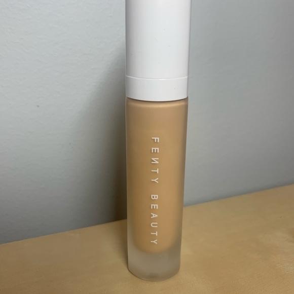 Fenty Beauty Other - Pro Filt'r Soft Matte Long Wear foundation 250